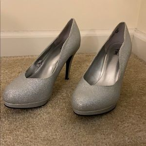 WORN ONCE Sparkly Silver Closed Toed Heels